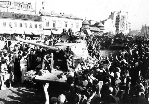 Бухарест приветствует советские войска
