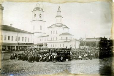 Молебен на площади города Тотьма, отправка на Первую мировую войну