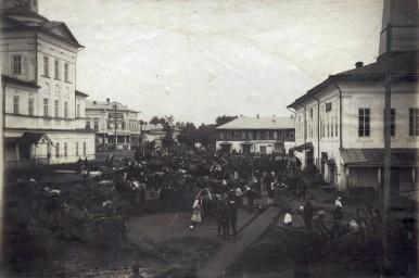 Отправка мобилизованных на войну в Тотьме в 1914г. , фото Мишуринского И.М.